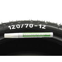 Barva na pneu bílá